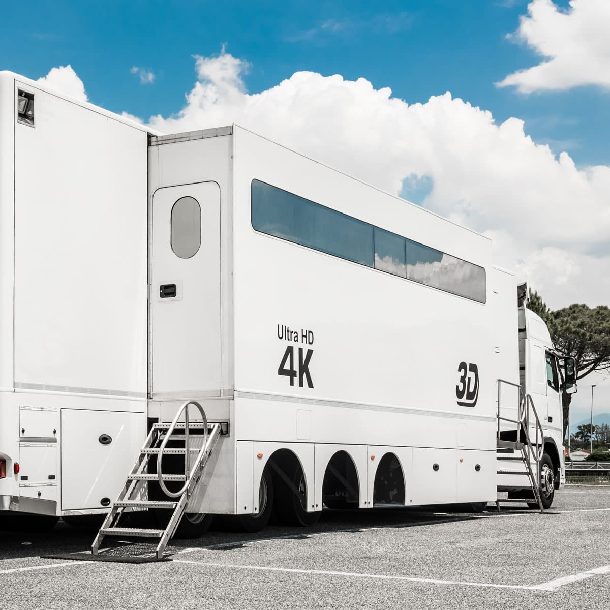 24-camera double-expandable 4K-ready OB trailer for sale