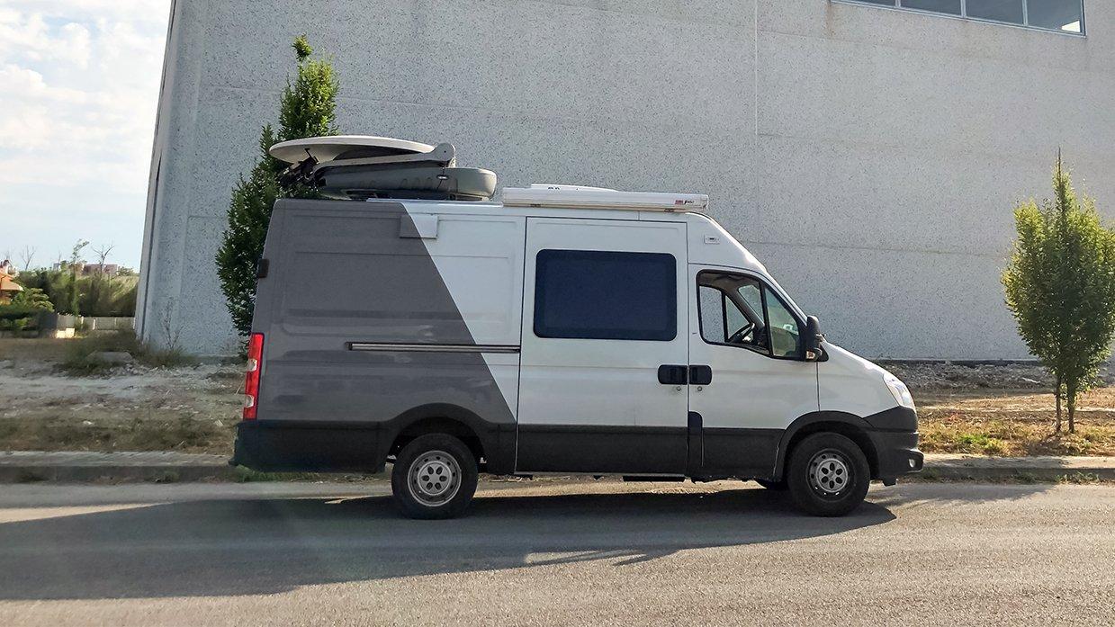 ES Broadcast Ref 832 | Three-camera HD DSNG/OB Truck